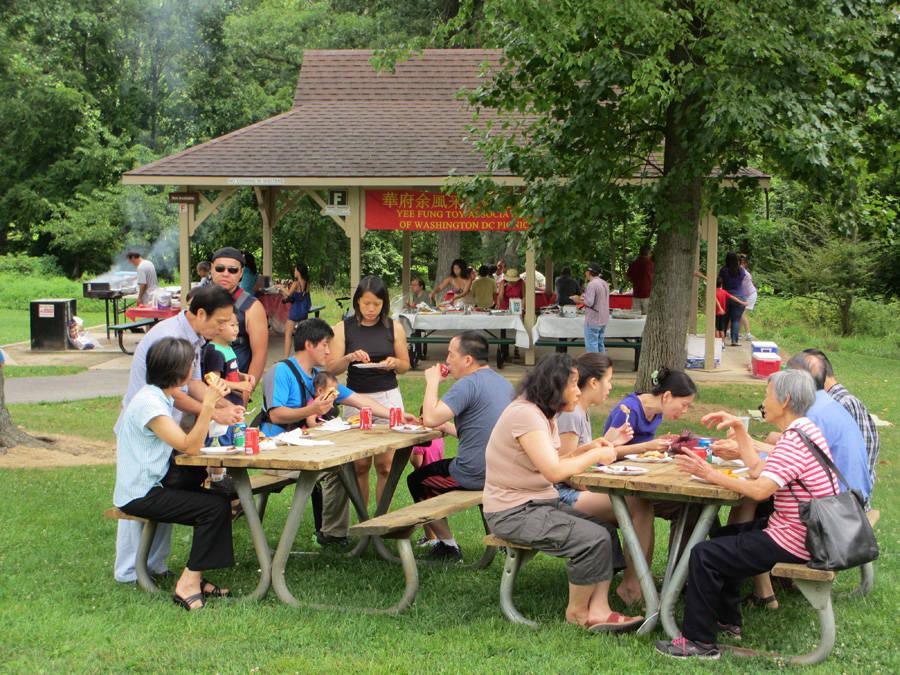 大家享受美味野餐