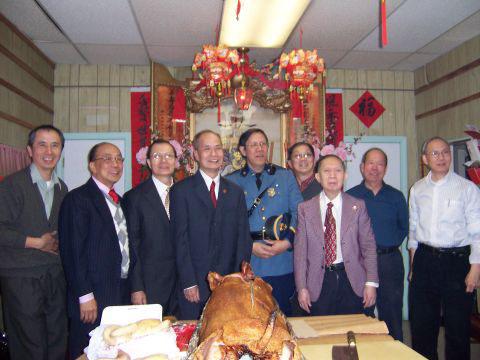 余姓傑出宗親                 Lieutenant Warren Yee 第一次參加祭祖大典與本堂同人合影留念