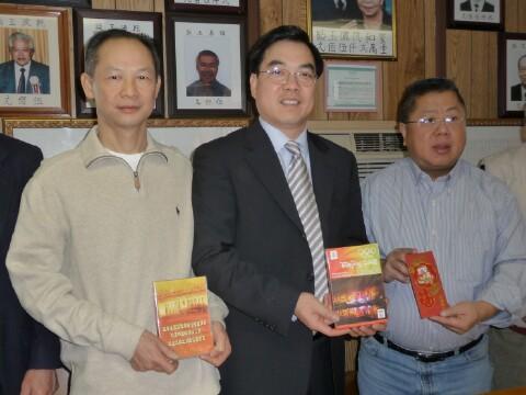 贈送了北京奧運開幕式及中國國家主席胡錦濤在奧運兩張DVD