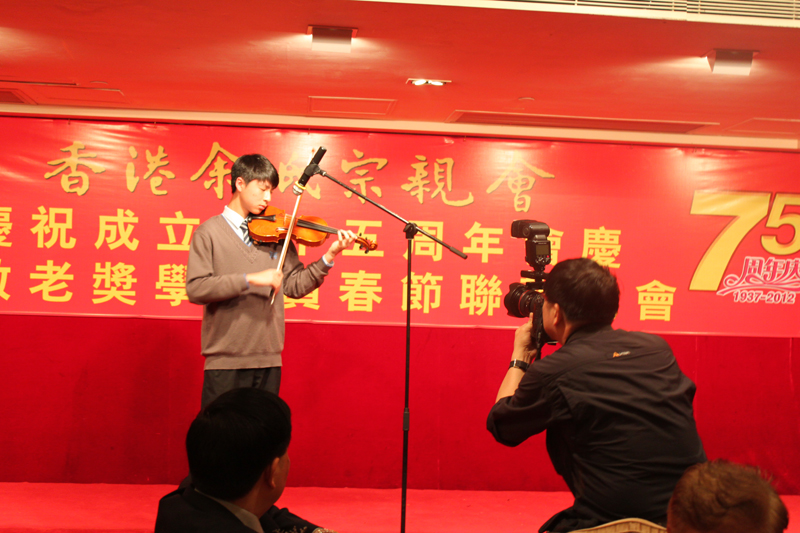 香港风采中学学生表演手提琴独奏
